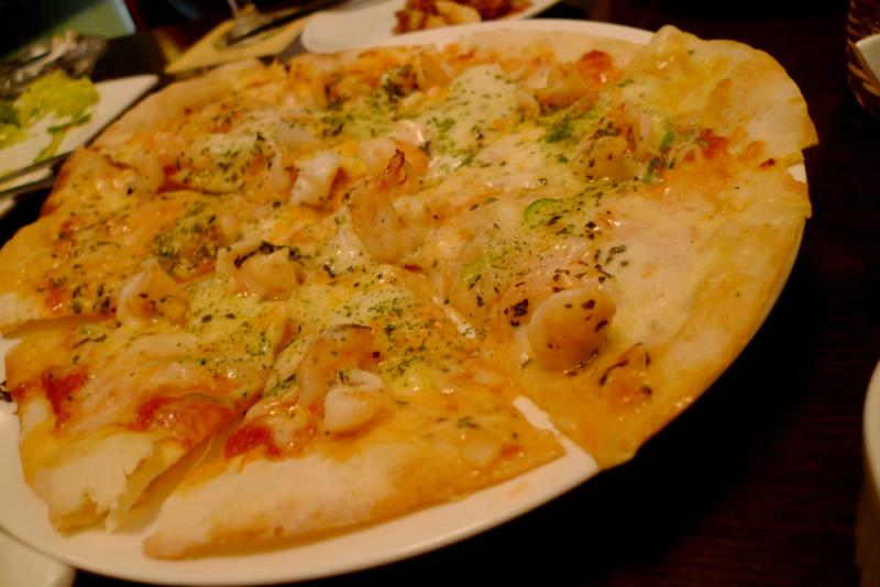 生ビールブログ -とりあえず生!--小エビのトマトソースピザ