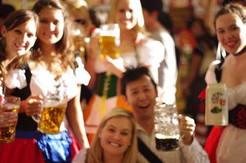 生ビールブログ -とりあえず生!--ビアガールと乾杯!