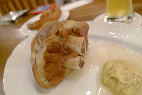 生ビールブログ -とりあえず生!--塩漬けの豚すね肉