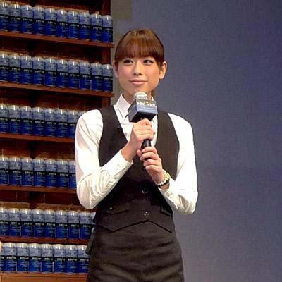 名駅前のビアカフェ「カンカル」で働く土屋怜子さん