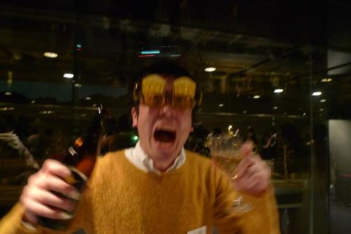 ビールな衣装とメガネ