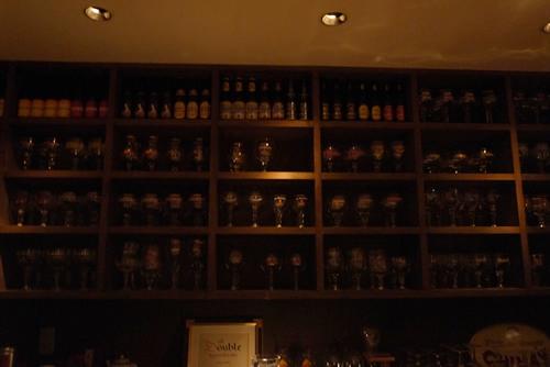 綺麗に並べられたグラスたち