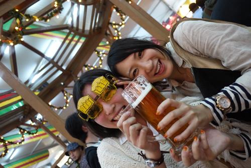 ビールメガネで笑顔