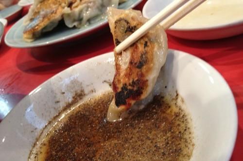 焼き餃子は酢胡椒で!