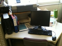 工場の事務室にやらデスクができました。