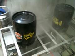 空樽洗浄中。蒸気が出ております。