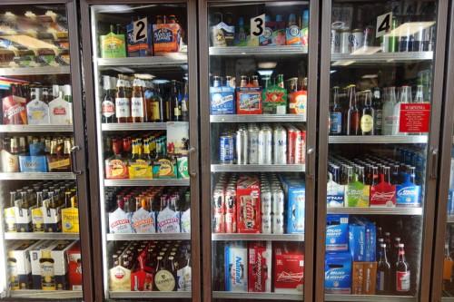 リカーショップの冷蔵庫