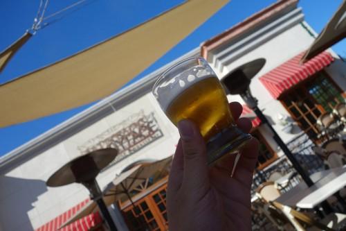 カリフォルニアの青空とビール