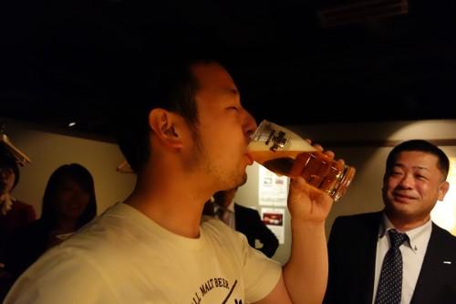自分で注いで自分で飲む!