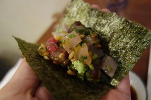 五目納豆を海苔でまいて