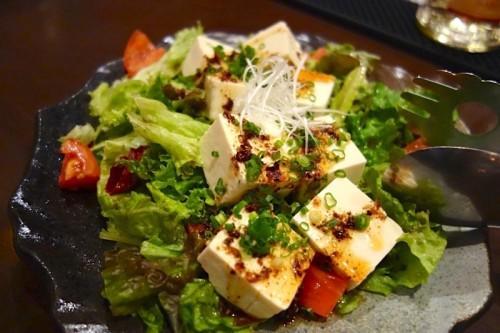 島豆腐を使ったサラダ