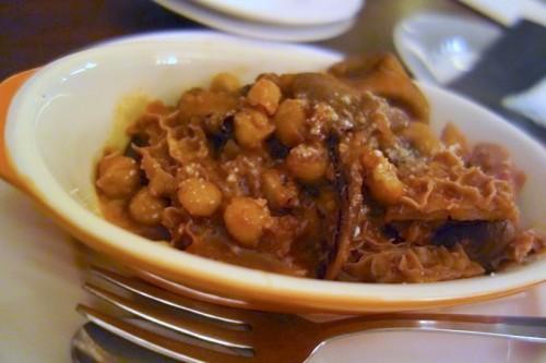 白トリッパときのことひよこ豆のトマト煮