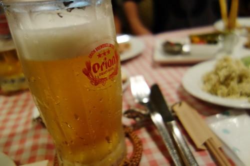 ビールはジョッキでいただけます。
