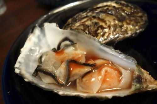 牡蠣をタバスコで。