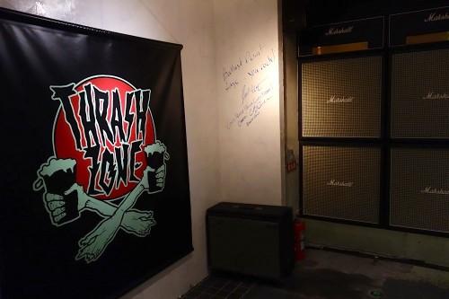 横浜 THRASH ZONE 店内