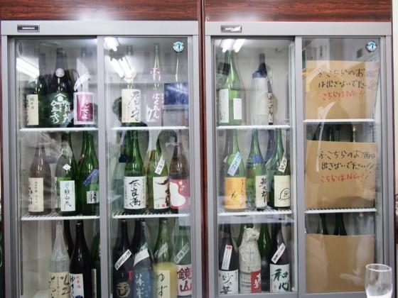 日本酒が並ぶ冷蔵庫