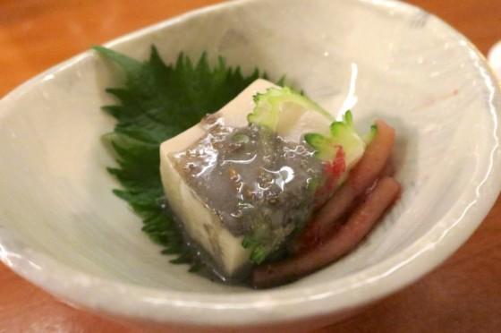 お通しは島豆腐