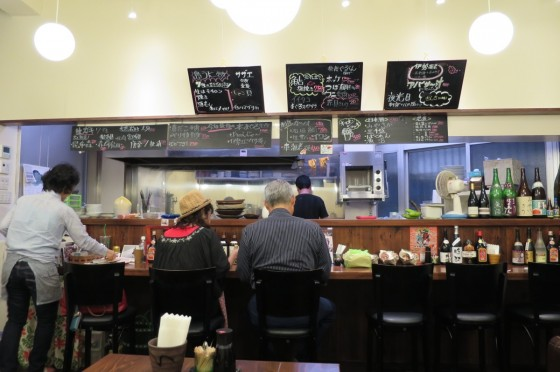 魚屋直営Dining 魚々 店内