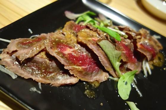 牛ももタタキ黒胡椒風味(1,400円)