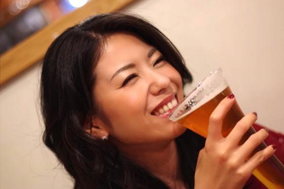 美人とビール