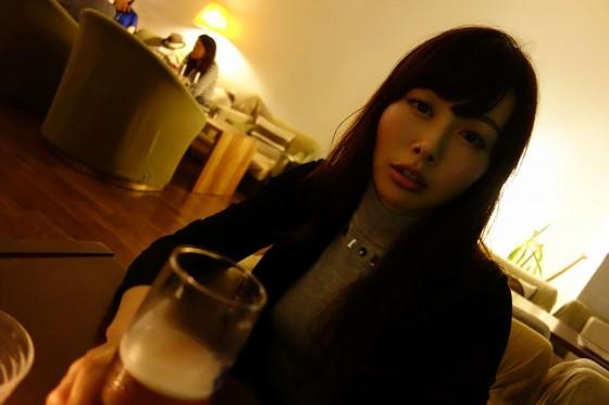 美女とビール