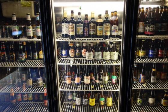 冷蔵庫に並ぶビール