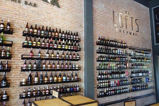WISHBEER 店内に並ぶボトル