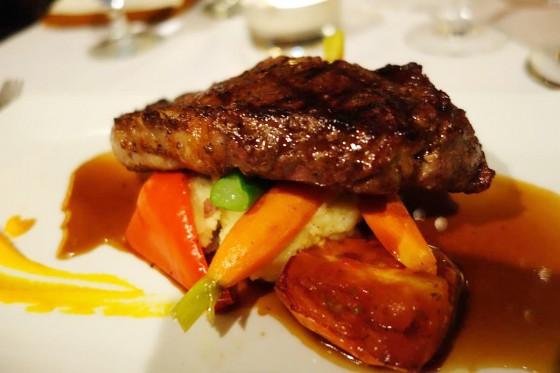 アルバータビーフのステーキ