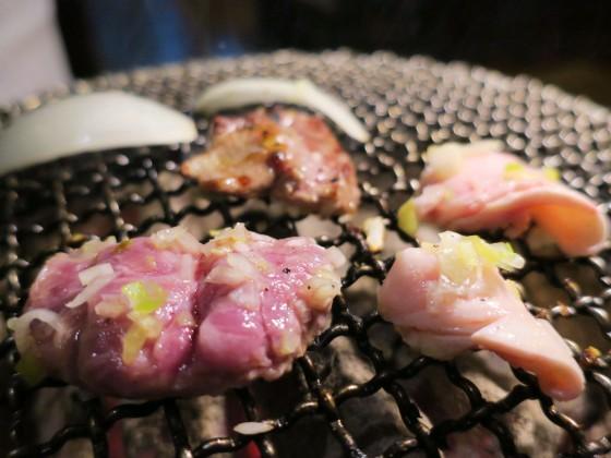 お肉を焼きます。