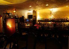 北谷 Sammy's Bar KIWI 店内