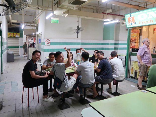 シンガポール ON TAP のお客さん