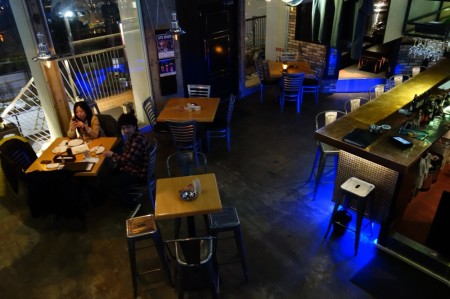 Two Dogs Taproom Roppongi 店内