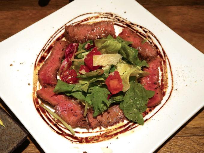 馬モモ肉のカルパッチョ タプナードソース(1,100円)