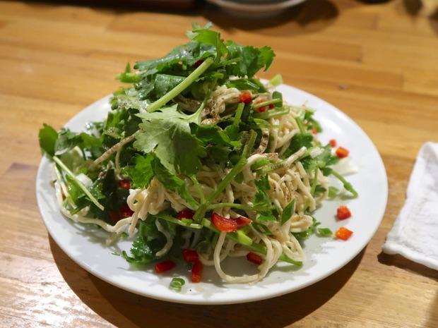 押し豆腐パクチーサラダ(420円)