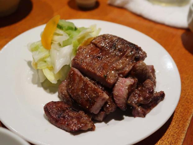 厚切り牛タン炭焼き(980円)